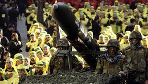 عناصر لحزب الله أثناء استعراض عسكري
