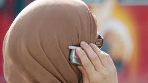 جدل واسع في تونس بعد تصريح وزير النقل بتأثير الحجاب سلبًا على سمع المرأة