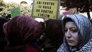 عمدة فرنسية تطالب بمقاطعة محلات الملابس التي توّظف نساءً محجبات