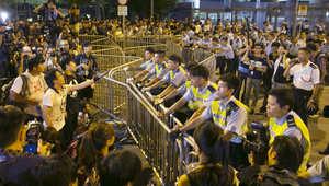 رئيس حكومة هونغ هونغ يرفض الاستقالة ويقبل بالتفاوض مع المحتجين