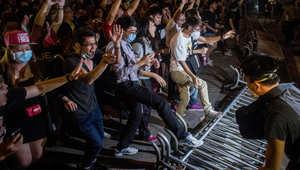 """جرح 240 واعتقال 26 في مصادمات دامية بين الشرطة وحركة """"احتلوا هونغ كونغ"""""""