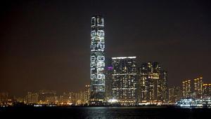 """هل يمكنكم فك """"الشيفرة"""" على أعلى ناطحة سحاب في هونغ كونغ؟"""