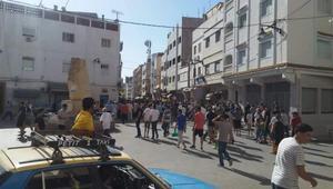 رغم المنع.. المتظاهرون بالحسيمة يتشبثون بالمسيرة ويخرجون إلى الشوارع والأزقة