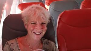 امرأة تسافر بطائرة بدون ركاب بـ60 دولاراً فقط