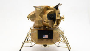 للبيع: مجسّم ذهبي للمركبة الأمريكية التي حطّت على القمر