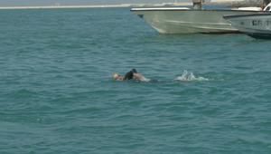 إنجاز لشابة سعودية.. 9 ساعات سباحة ورقم قياسي في دبي لأجل اللاجئين السوريين