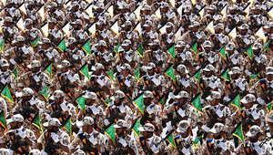 عناصر من الجيش الإيراني يشاركون في عرض عسكري