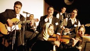 مجموعة من العازفين الإيرانيين في صورة أرشيفية