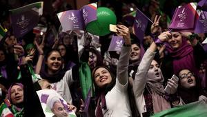 بين صلاحيات الرئيس وسلطة المرشد الأعلى.. هل تعني الانتخابات أن إيران بلد ديمقراطي؟