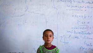 طفلة أيزيدية فرت مع ذويها من داعش ونزحت إلى إحدى المدارس