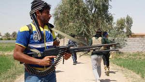 أحد عناصر الجيش العراقي يمشط منطقة الرمادي بحثا عن عناصر داعش