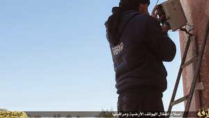 """شاهد بالصور من """"داعش لاند"""": مراقبة الهواتف والترويج للمسواك على حساب السجائر.. وساعات يد بشعار """"الخلافة"""""""
