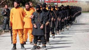 جدل بين معارضين سوريين حول صحة صور قتل عناصر يرتدون ملابس داعش على يد مسلحين بملابس مخطوفين
