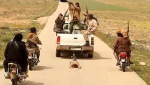 سحل جندي من قوات النظام السوري على يد تنظيم داعش