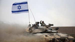 دبابة إسرائيلية تحمل العلم