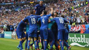 إيطاليا تقهر حامل اللقب وتقابل ألمانيا