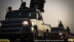 بالصور.. داعش يقيم عرضا عسكريا بليبيا ويزعم استقبال عناصره بحفاوة في النوفلية