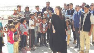 أنجلينا جولي: أوضاع أطفال اللاجئين السوريين تُحطم قلبي.. وهذه رسالتي للعالم