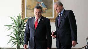 رئيس الوزراء الجزائري رفقة نظيره التونسي مهدي جمعة الأحد في قصر الحكومة بالجزائر