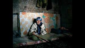 خالدية، 103 عاما، هربت من سوريا قبل عامين وهي الآن تعيش في منزل ابنها المستأجر في شمال لبنان.