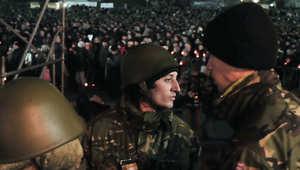 أوكرانيا: مسلحون يرفعون علم روسيا على أبنية حكومية وسط تأهب عسكري