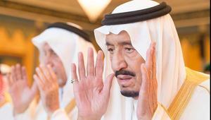 """بعد تأدية العاهل السعودي صلاة العيد.. خطبة عيد الفطر بالحرم المكي: """"ويل للداعشيين ومن وراءهم"""""""