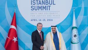 الملك سلمان بالقمة الإسلامية بتركيا: التحالف الإسلامي العسكري خطوة جادة لحماية الشباب المسلم من الإرهاب
