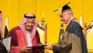 بالصور: دكتوراة فخرية للعاهل السعودي بماليزيا ودعوات لمواجهة تحدي العلم