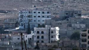 """""""داعش"""" يرفع أعلامه على شرق """"كوباني"""" وآلاف الأكراد عالقون على الحدود التركية"""