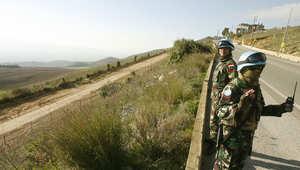 """عنصران من قوات """"يونيفيل"""" قرب الحدود اللبنانية الإسرائيلية"""