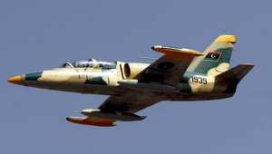 طائرة ليبية تحلق فوق بنغازي في استعراض عسكري في 19 مارس/ آذار 2013