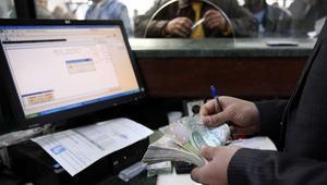 البنوك الليبية تواجه شبح الإفلاس.. ومواطنون يسحبون أموالهم منها