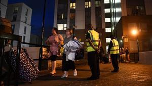 لندن تخلي 800 وحدة سكنية.. والشرطة تكشف سبب احتراق برج غرينفيل