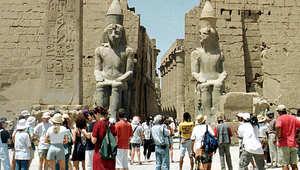 مصر.. العنف يضرب قطاع السياحة مجدداً والسيسي يأمر بتشديد الحماية