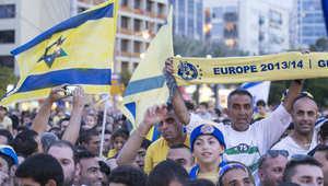 إسرائيليون يحتفلون بفوز مكابي تل أبيب ببطولة أوروبا في كرة السلة على حساب ريال مدريد