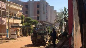 مشاهد لأزمة احتجاز الرهائن بفندق في مالي