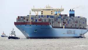 البحر يبتلع 520 حاوية من سفينة قبل وصولها السويس