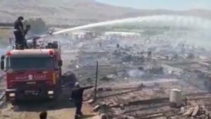 حريق في مخيم للاجئين السوريين بلبنان وأنباء عن سقوط ضحايا