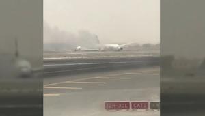 شاهد.. انزلاق الطائرة التابعة لطيران الإمارات أثناء هبوطها