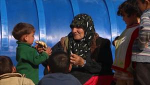 بأسبوع واحد.. هروب 100 ألف سوري إلى الحدود التركية