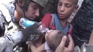 شاهد.. إنقاذ أطفال من تحت أنقاض منازل فجرها داعش بالموصل