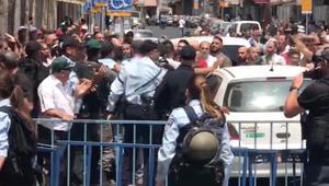 شاهد.. اشتباكات في القدس بين فلسطينيين وقوات إسرائيلية