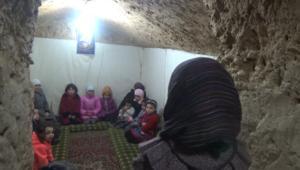 أطفال يغنون للأمل.. تحت الأرض في الغوطة السورية
