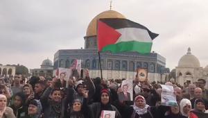 شاهد.. آلاف الفلسطينيين يتظاهرون في القدس