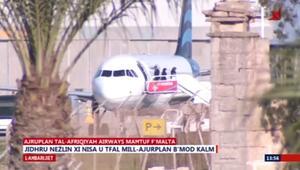 ركاب يغادرون طائرة ليبية مختطفة في مالطا