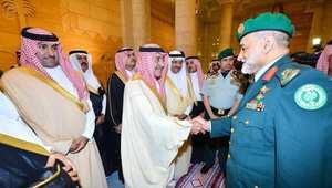 صورة من وكالة الأنباء السعودية للأمير مقرن مستقبلا المسؤولين الأحد