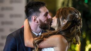شاهد.. نجوم كرة القدم على السجادة الحمراء في ليلة زفاف ميسي