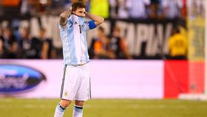 الصحف البريطانية: ميسي يعتزل دوليا بعد هزيمة تشيلي
