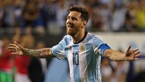 شاهد: ميسي يسجل هاتريك في 19 دقيقة.. والأرجنتين تتأهل لربع نهائي كوبا أمريكا