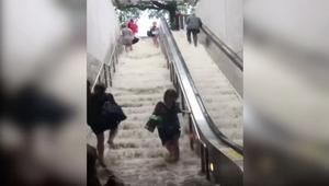 شاهد.. فيضانات داخل محطة للمترو في واشنطن